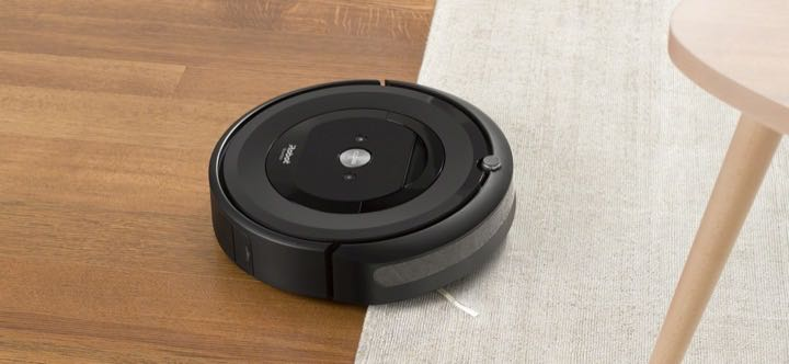 iRobot Roomba e5's dual multi-surface rubber brush roller is great on hardwood and carpets